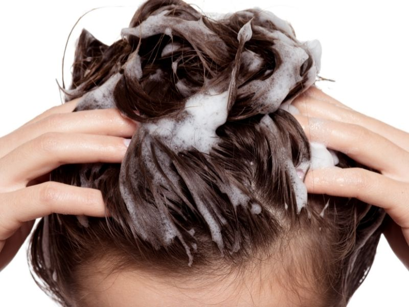se laver les cheveux avec du savon saponifié à froid